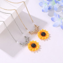 Creative Charms Pearl Sunflower Girls Necklace Female Temperament Noble Sunflower Pendant Necklace Fashion Jewelry Gifts 2020 new creative women jewelry hot item pearl sun flower necklace female temperament fashion sunflower pendant necklace