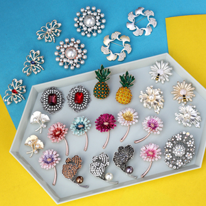 Crystal Vintage Flower Butterfly Brooches for Women Pearl Plant Brooch Pin Fashion Dress Coat Accessories Fashion Jewelry