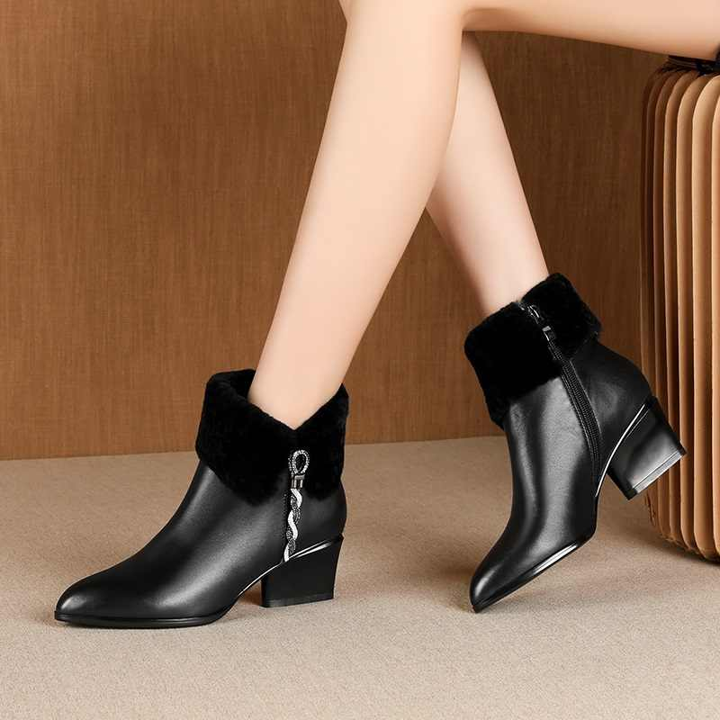 Bağlantı köprüsü sevimli tatlı deri yarım çizmeler kış sıcak Chelsea çizmeler pembe siyah deri parti 5cm yüksek topuklu kadın ayakkabısı