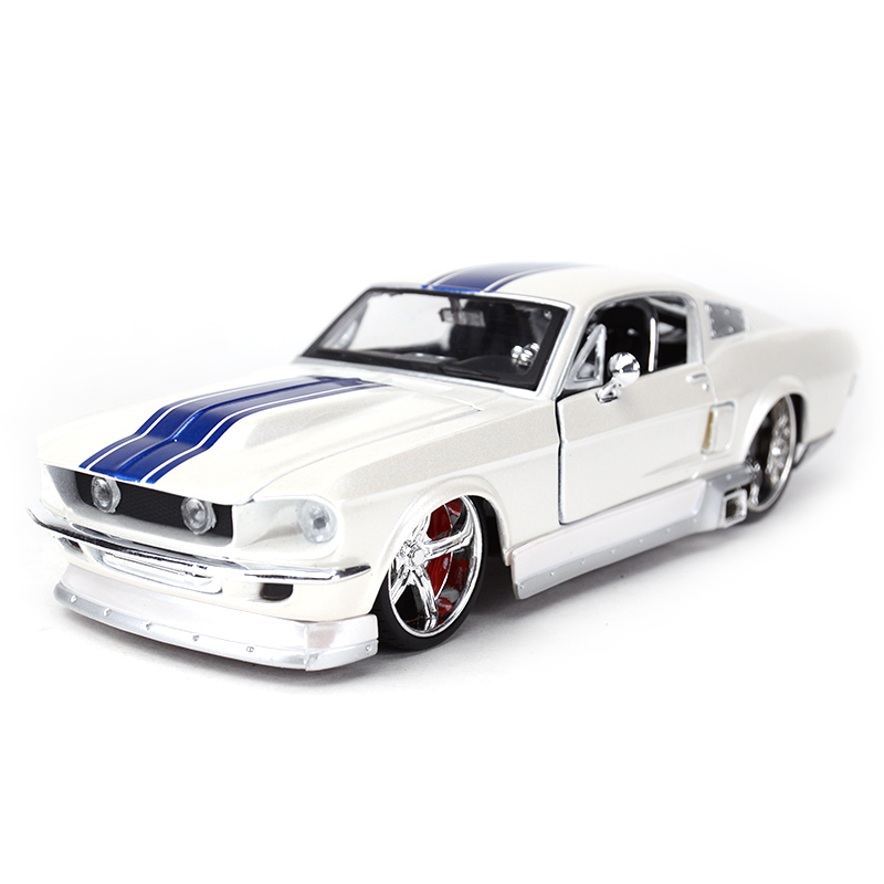 Maisto 1:24 1967 Ford Mustang GT Sports Car Static Simulation Diecast Alloy Model Car