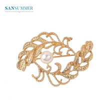 Sansummer New Hot Fashion Golden leaf pearl Hollow Exquisite Popular Casual Pin Vintage Style Brooch For Woman Jewelry