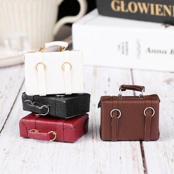 1 12 domek dla lalek miniaturowa skórzana walizka z drewna Mini lalka pojemnik na bagaże torebki udawaj zagraj w zabawkowe meble akcesoria tanie i dobre opinie CnaBpc CN (pochodzenie) NONE Unisex