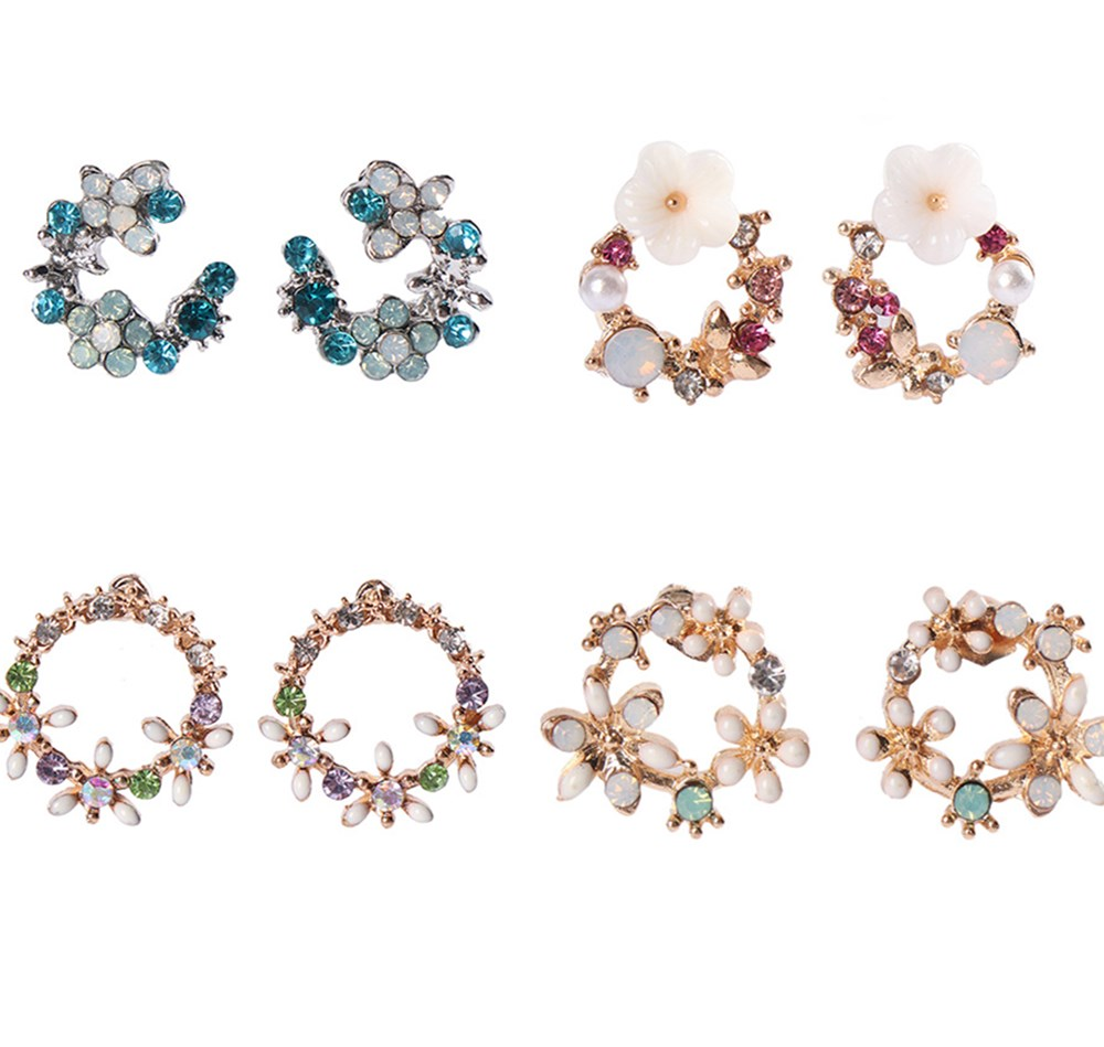 Cute Rhinestone Small Flower Stud Earrings For Women Temperament Simple Metal Crystal Female Stud Earrings Jewelry