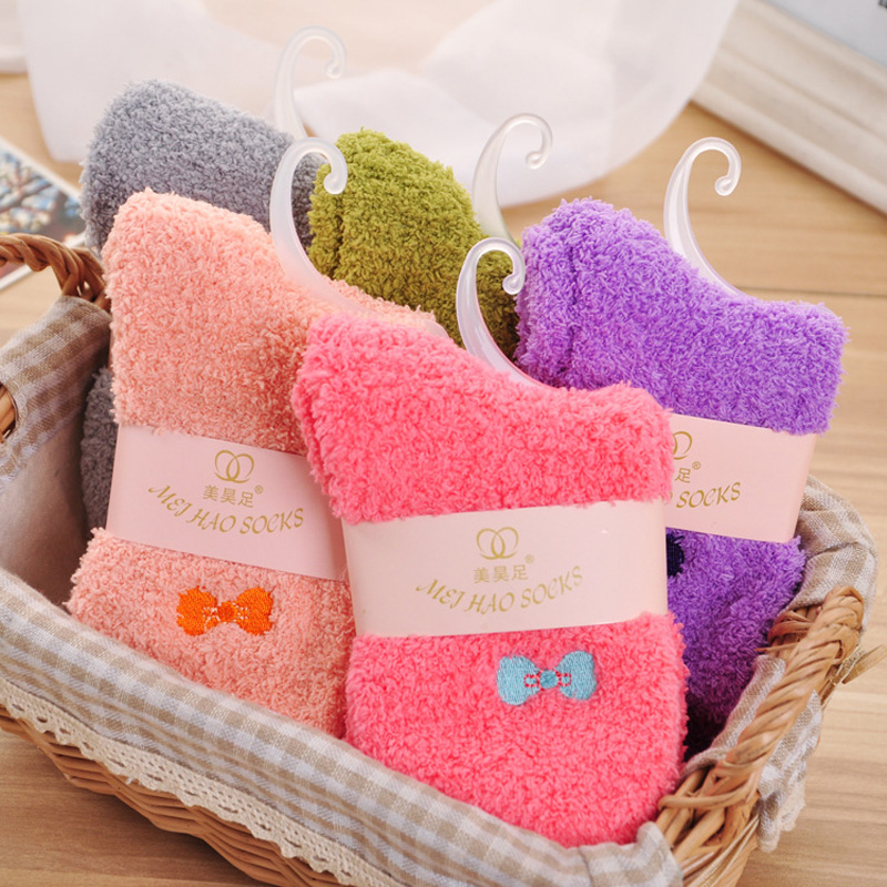 1 Pair Candy Color Solid Soft Women Fluffy Socks Coral Velvet Winter Warm Home Indoor Floor Girls Terry Towel Fuzzy Socks K2915