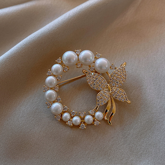 CINDY XIANG New Pearl and Rhinestone Circle Brooches for Women Baroque Trendy Elegant Butterfly Brooch Pins Party Wedding Gifts 1