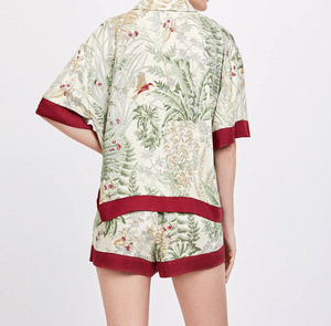 Image 4 - Женские атласные пижамы с коротким рукавом, летние шорты с принтом и воротником стойкой, пижама для дома