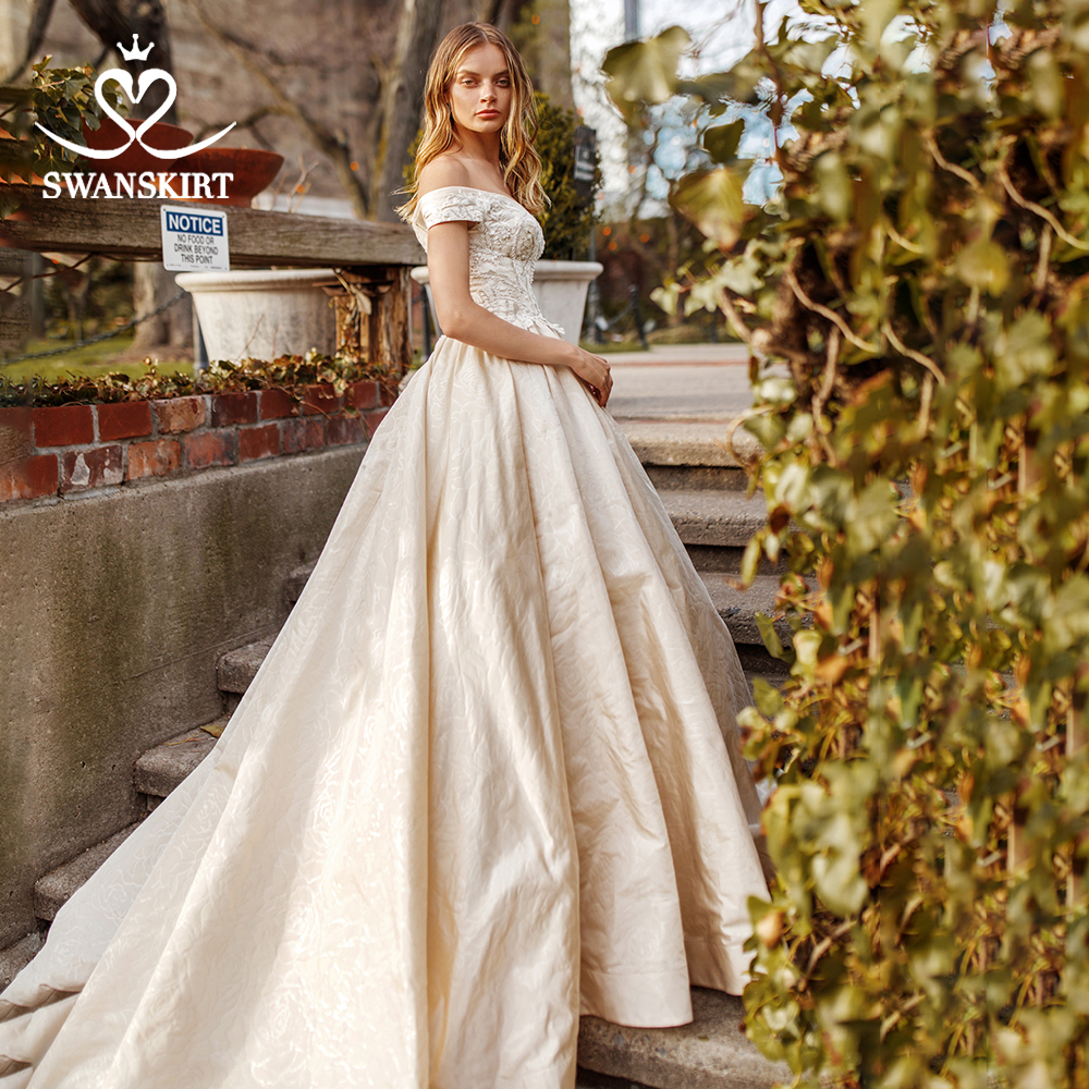 Off Shoulder Satin Wedding Dress 2019 Swanskirt Sweetheart Beaded A-Line Princess Court Train Bride Gown Vestido De Noiva S209