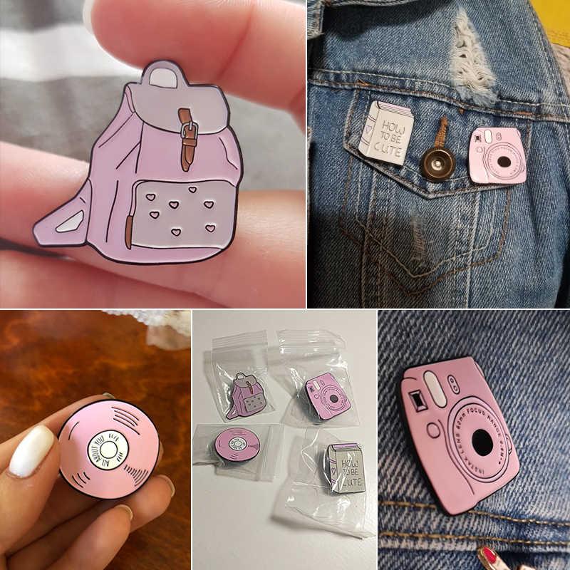 Cute Pink Enamel Ransel Kamera Ponsel CD Bros Kartun Kustom Lencana Gadis Denim Jaket Kerah Pin Kerah Perhiasan