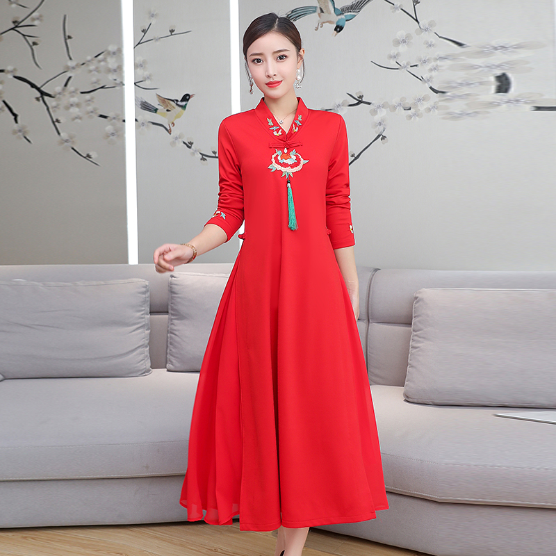 2020 Women Chinese Dress Female Qipao Dress Long Cheongsam Traditional Satin Dress Long Sleeve Embroidery Evening Party Dress