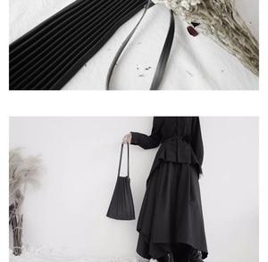 Image 5 - [Eam] 女性新ブラックキャンバスプリーツ分割ビッグサイズ人格アクセサリーファッション潮すべてマッチ春秋2020 19A a645