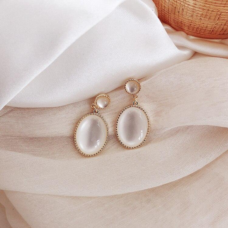 South Korea New White Moonlight Cat's Eye Stone Earrings French High Sense Small Fresh Eardrop Simple Temperament Female Jewelry