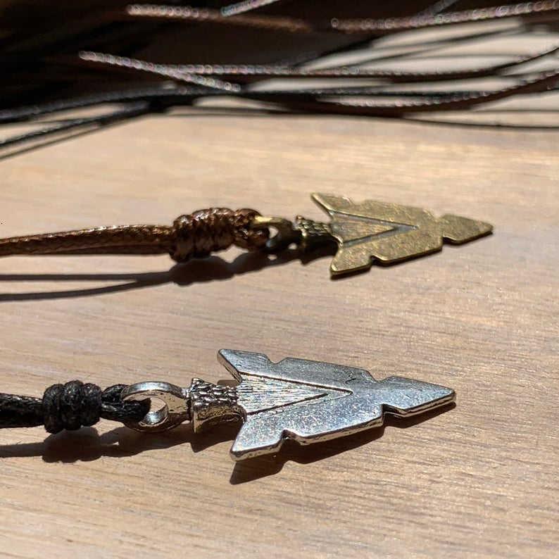 Naszyjnik ze strzałą dla mężczyzn czarno-brązowy sznur z grotem ręcznie robione naszyjniki mężczyźni Surfer biżuteria erkek kolye