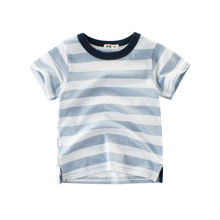 Летняя хлопковая футболка в полоску с круглым вырезом и коротким