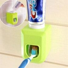 Diş macunu dağıtıcı duvara monte standı ev toz geçirmez diş macunu tembel dağıtıcı banyo aksesuarları