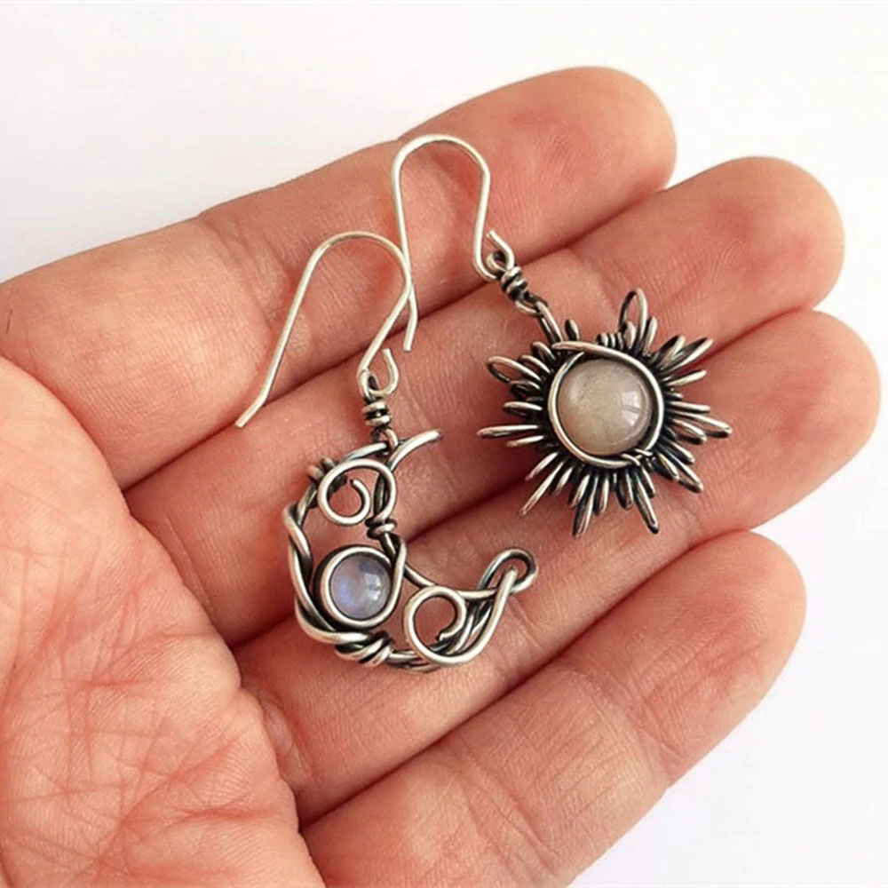 Huitan Vintage Sun and Moon Dangle Earrings Women Antique Silver Color Fancy Pairs Drop Earring Retro Party Jewelry Hot Selling