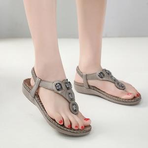 Image 5 - BEYARNE חדש נשים סנדלים שטוחים בתוספת גודל 35 42 אופנה גביש אישה נעלי קיץ נעלי חוף כפכפים נעליים נשים