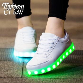 Świecące trampki dla dziewczynek chłopcy buty led USB podświetlane Krasovki zapalają buty dla kobiet świecące tenisówki z podświetleniem tanie i dobre opinie Eighteen CiieW 4-6y 7-12y 12 + y Skórzane CN (pochodzenie) CZTERY PORY ROKU Lekkie wodoodporne ANTYPOŚLIZGOWE RUBBER Dobrze pasuje do rozmiaru wybierz swój normalny rozmiar