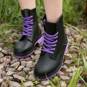 Image 2 - المرأة موضة Rainboots أحذية مضادة للماء امرأة الطين أحذية ماء الدانتيل يصل البلاستيكية حذاء من الجلد الخياطة احذية المطر حجم كبير 44