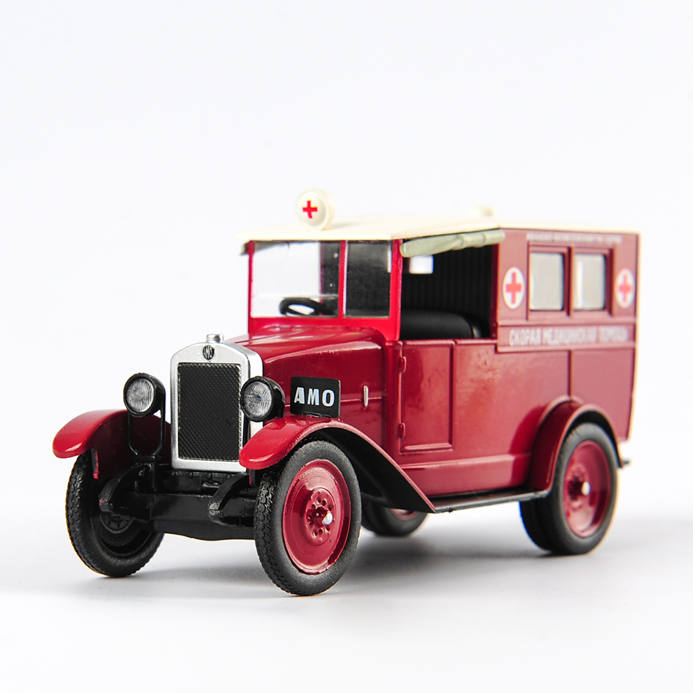 DeAGOSTINI 1:43 Scale Classic Russia Truck Vehicle СССР USSR AMO-F-15 Red Ambulance Model Diecast Cars Collection Child Gift Toy