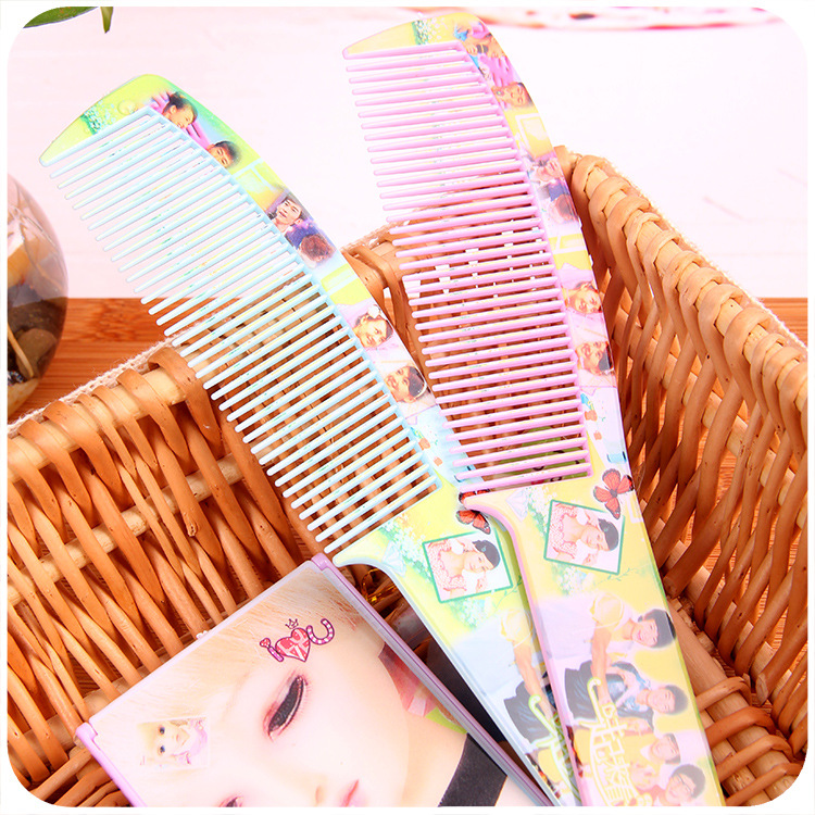 C042 Handsome Hairdressing Comb Dollar Store Stall Supply Of Goods Hot Selling 2 Yuan Shop Supply Of Goods Daily Use The Departm