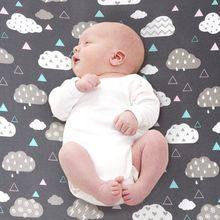 Детская кроватка простыни комплект 2 шт. Мягкая кроватка матрас простыни детские постельные принадлежности в сером облаке и волны КИТ печатных Fit стандартная кроватка матрас