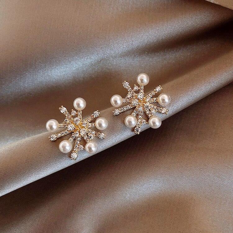 Simple Female Crystal Snowflake Small Earrings Charm Gold Color Wedding Earrings Luxury White Pearl Stud Earrings For Women