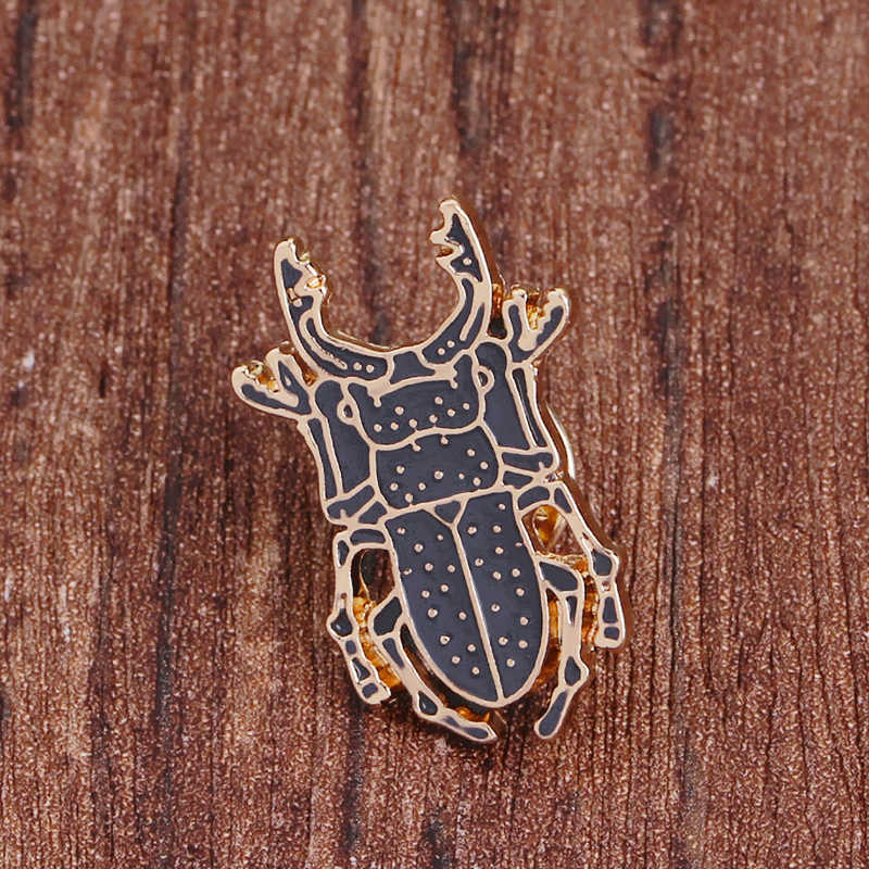 Beetle Insetto Spilla In Metallo Spille Pulsante Smalto Nero Animel Icona Spille Zaino Denim giacche Collare Risvolto Gioielli Distintivo per I Bambini