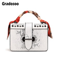 Gradosoo Serpentine Small Bags Women Rivet Shoulder For Scarves Design Mini Female Messenger Fashion HMB645
