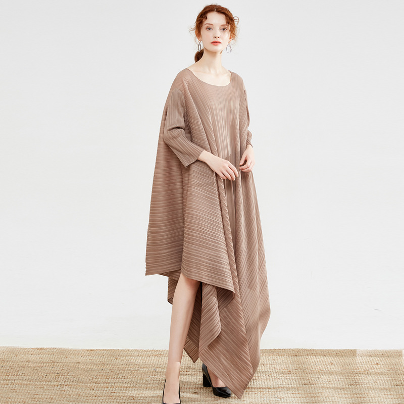Issey Miyake femmes longue robe femme ample col rond plissé robes irrégulières Style de mode européen et américain robe de piste