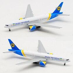 16cm 1/400 Boeing 777 Ukraine international airlines aeronave con base y ruedas diecast aleación avión tren de aterrizaje modelo de avión