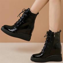 Женские высокие кроссовки со шнуровкой на высоком каблуке и