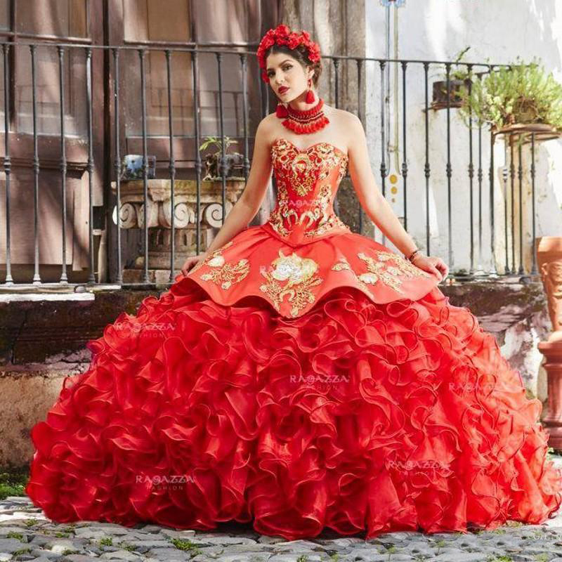 Sweetheart Ball Gown Quinceanera Dresses Sweep Train Prom Dresses With Lace Applique Backless Sweet 16 Gowns