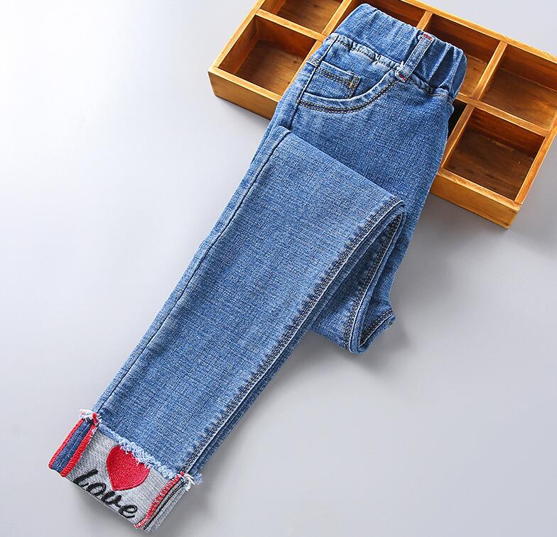 Обжимные детские джинсы; Сезон весна-осень; Милые красные детские штаны с принтом в виде сердечек; Повседневные брюки; Джинсы для маленьких ...