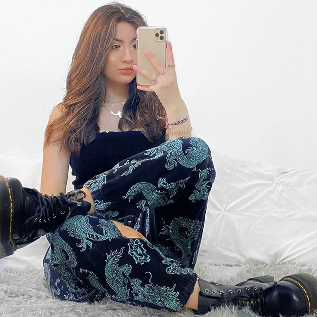 Black Sweatpants with dragon printed pattern