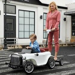 Elektrische Schaukel Auto Vier Runden Lade mit Fernbedienung kinder Spielzeug Auto eltern-kind-Interaktion Erwachsene Sitzen