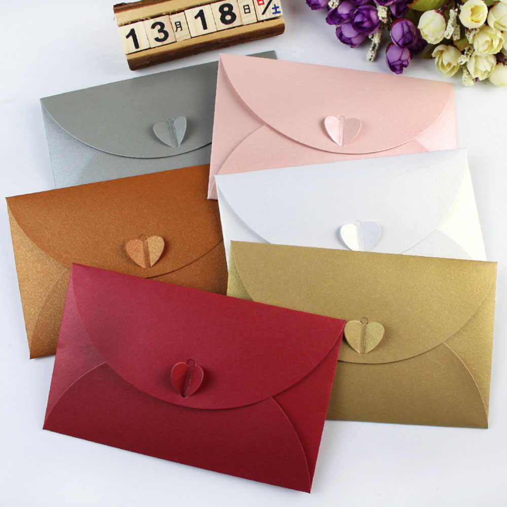 1pcs Heart-shaped Amor Retro Fivela Decorativo Envelope Envelopes de Papel Kraft Simples Pequeno Envelope Do Convite Do Casamento de Papel Quente