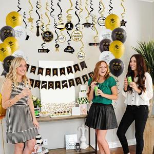 Image 3 - Graduation 2020 Latex Luftballons Hängen Congrats Banner Hängen Swirl Klasse Von 2020 Graduation Party Foto Hintergrund Dekorationen