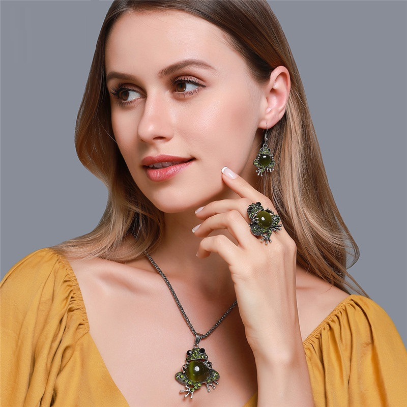 Classic Design Green Frog Pendant Jewelry Set For Women Fashion Elegance Animal Charms Necklace Earring Brooch Ring Party Gifts