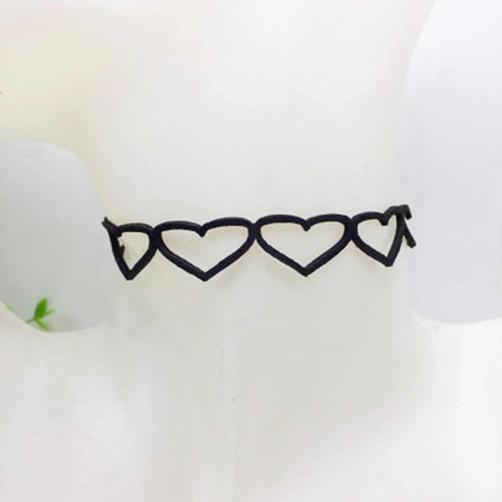 النساء طوق المجوهرات كوريا الفانيلا Harajuku الأسود المخملية الجوف خارج الحلو القلب المختنق قلادة