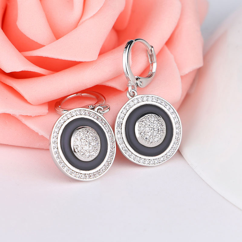 MAIKALE Luxury Round Circle Black White Ceramic Earrings for Women AAA Zirconia CZ Drop Earings Wedding Party Exquisite Jewelry