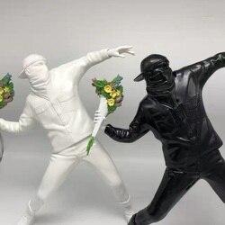 Англия уличное искусство Бэнкси игрушка Медиком метательный цветок бомбардировщик смола скульптура украшение