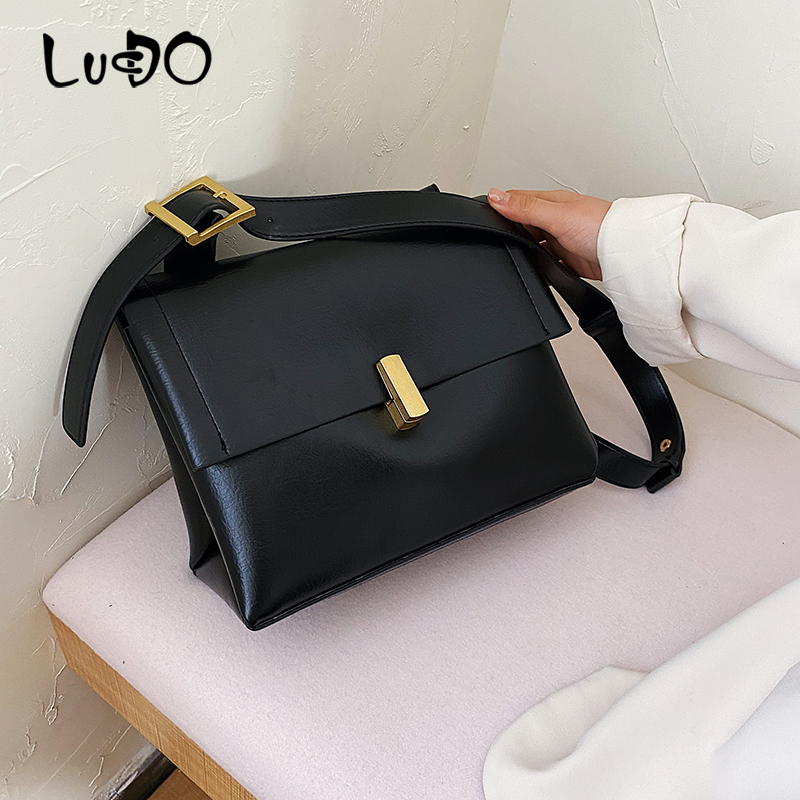Fashion Handbag Shoulder Messenger Bag Korean Tassel Small Square Totes Baguettes Clutch Bag