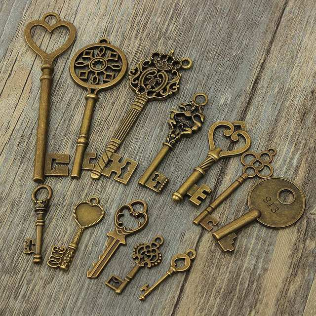 KiWarm DIY 18Pcs Antique Vintage Old Look Skeleton Bronze Key Chain Lot Chic Pendant Heart Bow Lock Steampunk Charms Decorations 2