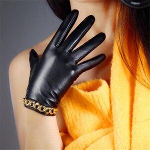 Image 4 - Schapenvacht Handschoenen vrouwen Leer Rood Mid lengte Dunne Fluwelen Voering Warm Handschoenen Gouden Ketting TB61