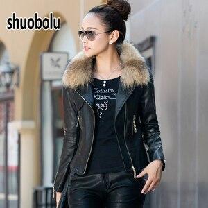 Image 1 - Mule natural oversized gola de pele da motocicleta jaqueta de couro 2020 novas mulheres inverno curto biker jaqueta tamanho grande roupas femininas