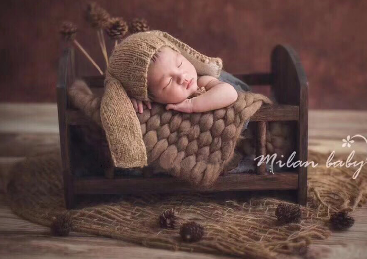 Neonatal Photography Props Baby Baby Photo Photo Of The One-month-old Wooden Bed Is A Retro Old Props