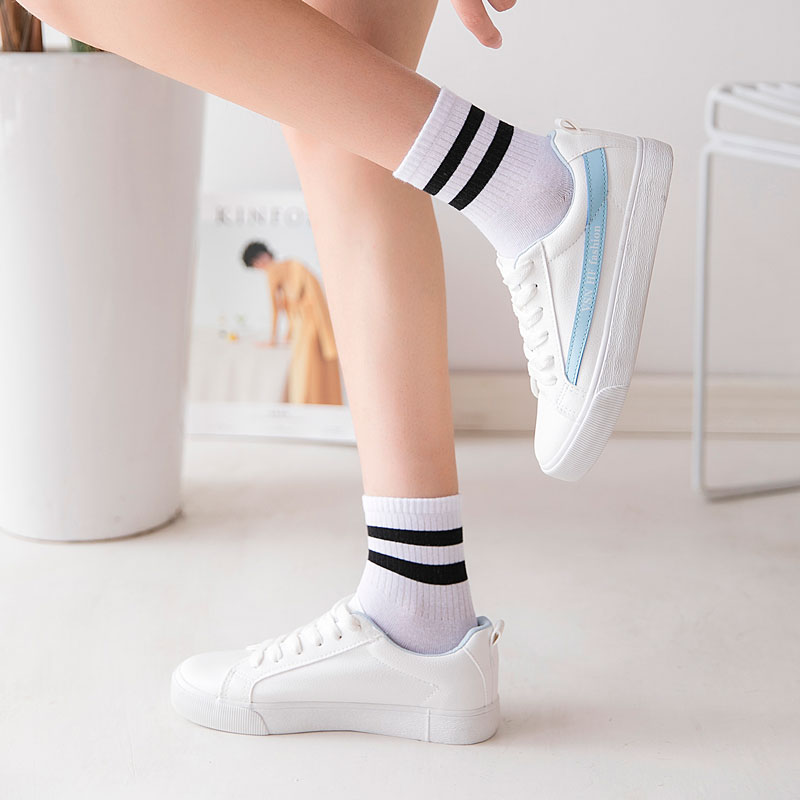 Women Socks White Black Sports Socks For Girls Harajuku Cotton Socks Women Autumn Striped Fashion Ladies Socks For Women