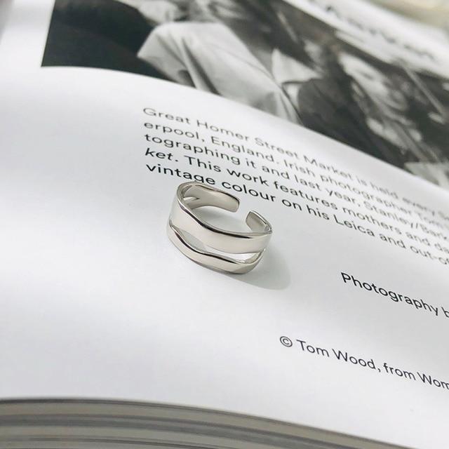 Фото женское кольцо с геометрическим рисунком из серебра 925 пробы