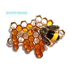 Trendy Breast Pin Honeybee Brooch for Women Gold Color Rhinestone Bee Brooch Coat Cute Garments Lady Gifts Fashion Jewelry