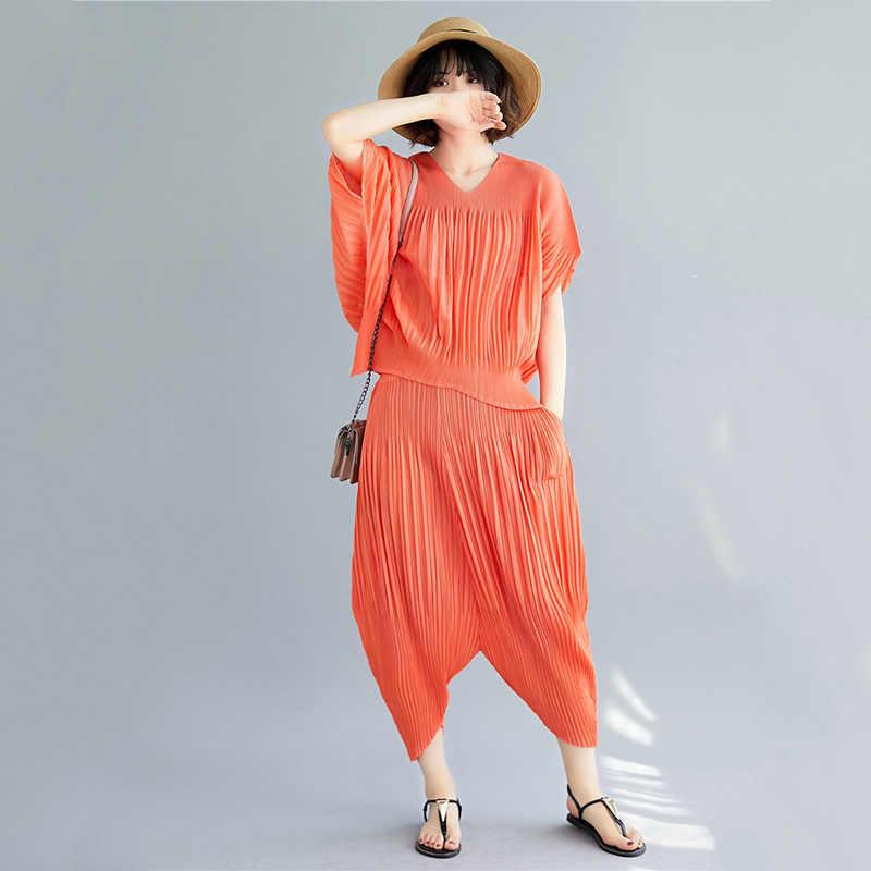 Модная красная футболка с коротким рукавом и v-образным вырезом, плиссированная футболка, штаны в семь точек, плюс женский костюм, повседневный Модный летний новый костюм TV757